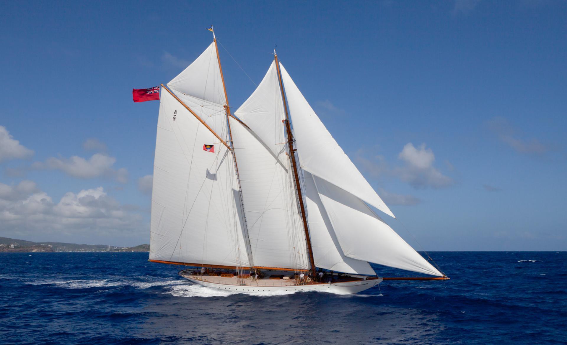 v-atlanticheskom-okeane-poterpela-krushenie-yahta-minerva